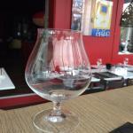 Nos verres à bourgogne , à ne pas confondre avec un verre à cognac ! Il est toujours bon de dégu