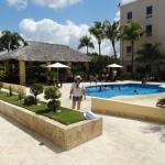 Parte trasera del hotel con piscina