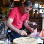 Tagliatelle im Parmesanlaib