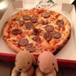 Super Tasty! 真的很好吃!現點現做窯烤Pizza,餅皮Q軟彈牙,餡料香濃豐富,是自由行時經濟又實惠的好選擇!