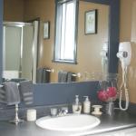 2nd floor Sunshine suite bathroom