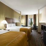2 Queen Suites