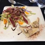 Salade fermière / gésiers/ magret/ foie gras sur toasts...