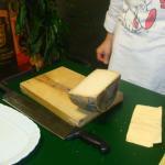 Il rito finale del formaggio di fossa