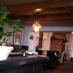 Blick från bardelen in o lokalen.
