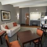 Photo de Eastland Suites Hotel & Conference Center of Champaign-Urbana