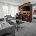 Guestrooms | Sterling Suite Living Area