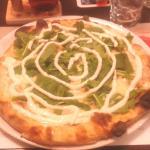 Pizza Picenze: rucola stracchino e arrosto di culatello