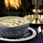 Sopa Suiza: a base de papa, queso gruyere, tocineta Koller y cebollines