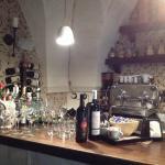 L'Antro, angolo bar con vino Erride di Cantine Le Pajare