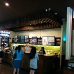 Tampak kasir di Starbucks Central Park, Jakarta
