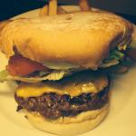 The Crossbar American burger ����