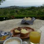 Colazione con vista San Gimignano