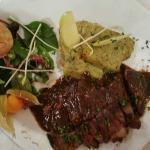 Plat du menu à 26.50 euros (magret de canard en sauce)