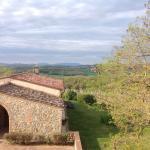 Uitzicht vanuit de slaapkamer over de wijnvelden en de heuvels