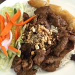 Rice noodle with grilled pork