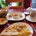 Momo's met naanbrood en pilawrijst