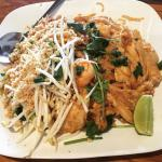Chicken & Shrimp Pad Thai