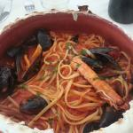Linguine ai frutti di mare nel coccio