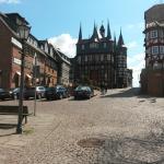Links auf dem Bild befindet sich das Hotel. Gerade aus das Rathaus von Frankenberg