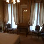 伝統的な感じの広めの部屋