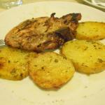 braciola di maiale alla griglia con patate golose