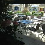 #NOUVELLE GESTION ! Terrasse de l'Ami Provençal vue de l'intérieur du restaurant - Mai 2015