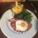 gammon, egg and pineapple with chunky chips