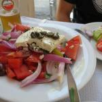 Salada grega, na rua do hotel (indicação)