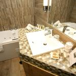 Salle de Bain avec bain à remou
