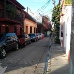 Rua ao lado onde se toma o café da manhã