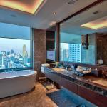 Royal Deluxe Suite - Bathroom