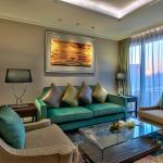 Royal Deluxe Suite - Living Room