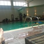 Μεγάλη άνετη ,θερμαινόμενη πισίνα,με γιακούζι,παιδική,εξωτερική κλπ