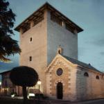 La chiesa adiacente al Castello