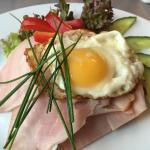 Φωτογραφία: The Kitchen Restaurant - Sports Bar - Deli - Bakery