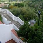 Escalera de acceso al hotel desde las villas