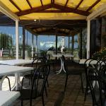 Area relax e tavoli esterni