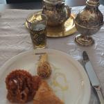Patisseries marocaines et thé à la menthe.