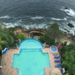 La vista desde el lobby para alberca y alberca marina