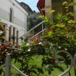 Theranda Hotel - courtyard between wings