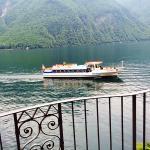 Llegada del Battello ( barco)  a Lugano desde el balcón del hotel