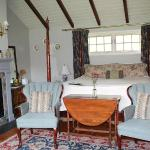 The Cottswold Cottage again; king size four-poster bed with PLUSH feather topper & pillows. Zzzz
