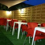 La terrasse est très accueillante et joli décors :)