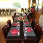 Table invités avec vue sur le golf
