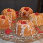 Raspberry and lemon mini kugelhopf cakes