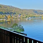 Blick vom Balkon unseres Zimmers - moselaufwärts