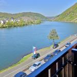 Blick von unserem Balkon - moselabwärts