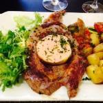 le foie gras sur la viande pour la déco