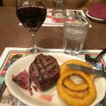 Red italian wine (Chianti), tenderloin grilled And onion rings